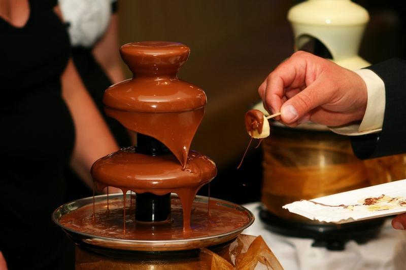 Бизнес идея: сдавать шоколадный фонтан в аренду