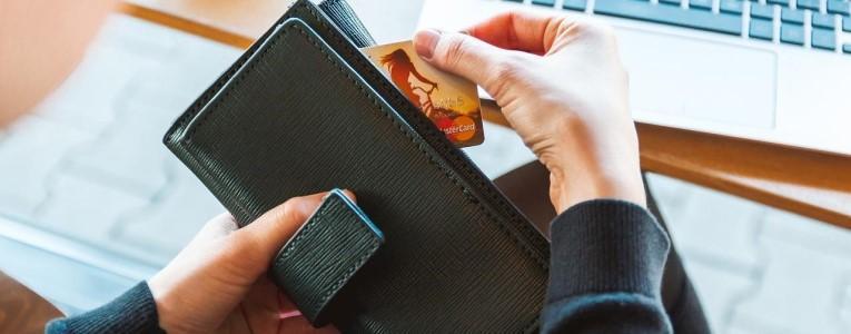 При оформлении дарственной на квартиру пошлину платит заявитель, но бывают исключения