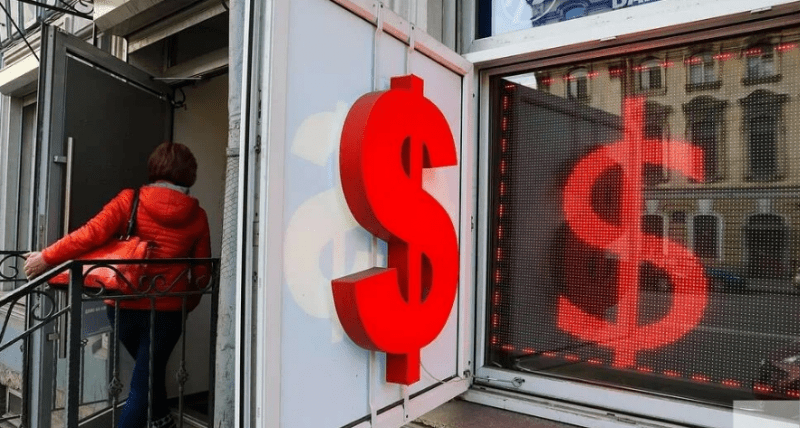 Покупать доллары по 69 рублей или ещё подождать