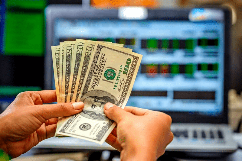 Куда вложить доллары?