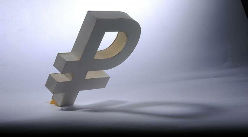 Курс рубля ухудшился. Какие вещи купить, чтобы не потерять деньги