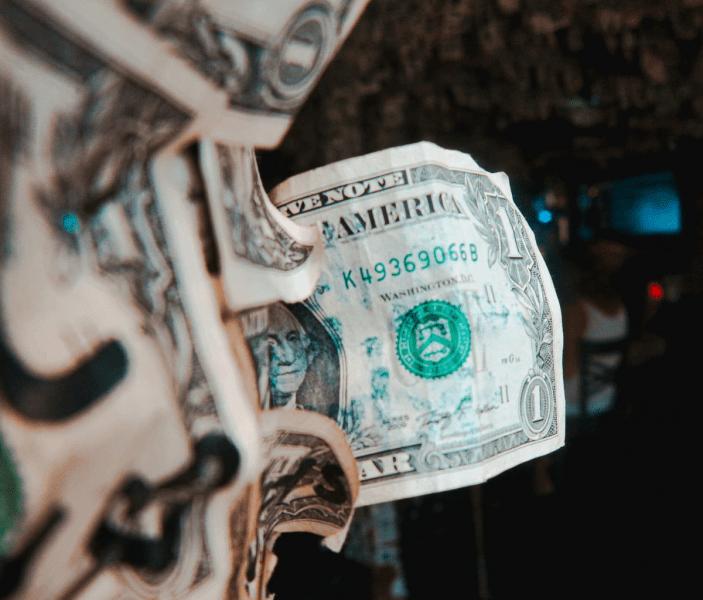 До какого уровня вырастут курсы доллара и евро
