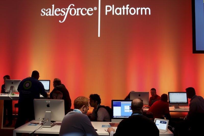 Отчеты Salesforce и рейтинг Forbes: новости за утро 26 августа