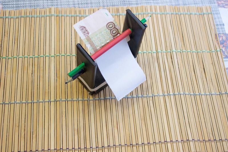 Ремесленный продукт, который «превращает» бумагу в деньги. Показывая, в чем трюк
