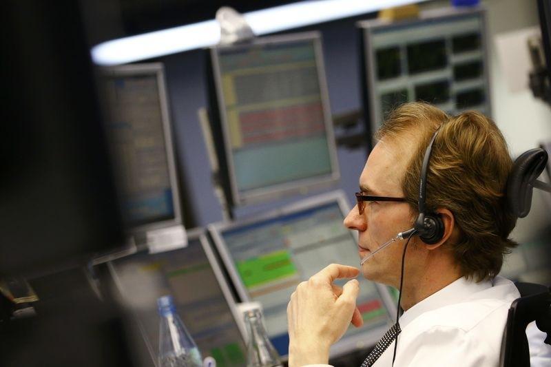 Капитализация российского рынка акций Московской биржи в секторе Основной рынок на 27 сентября выросла на 1,18% и составила 64879,782 млрд руб.