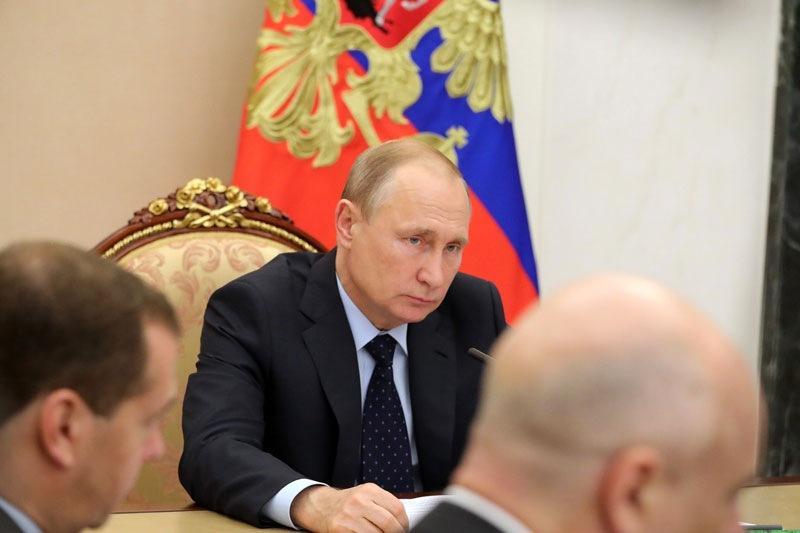 """Путин призвал парламентариев """"подискутировать на тему того, как и что можно было бы изменить"""" в работе Рособрнадзора"""